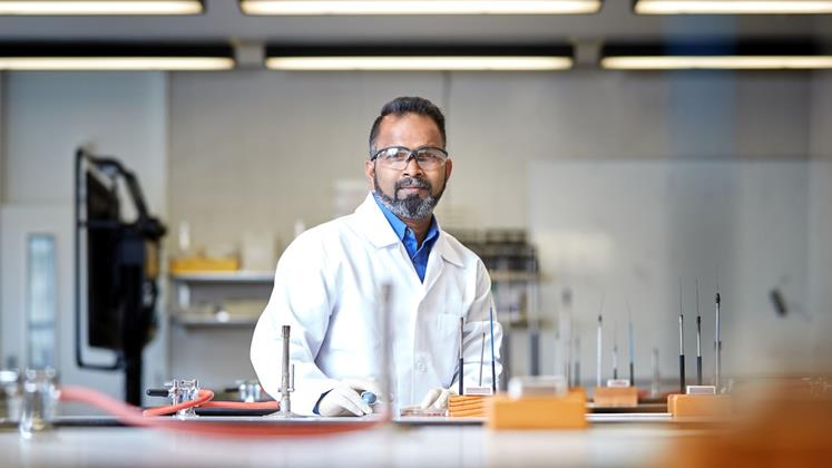 Wintec researcher Dr Pierson Rathinaraj led a team to develop a low-cost cancer drug